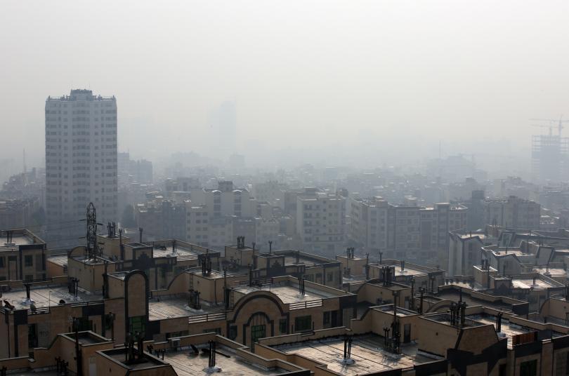 снимка 3 Затвориха училища в Иран заради мръсния въздух