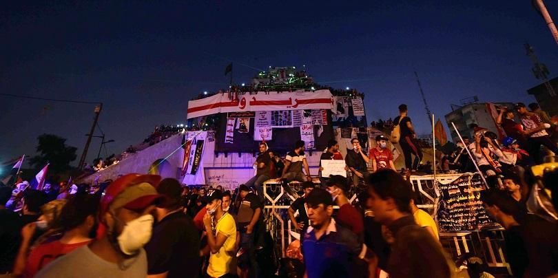Десетки хора се събраха на площад Тахрир в Багдад, за
