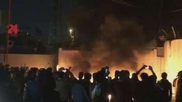 Демонстранти подпалиха сградата на иранското консулство в град в Южен Ирак