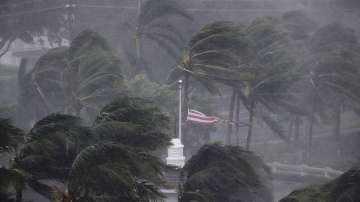 Ирма беше понижен в ураган от трета категория, но остава опасен