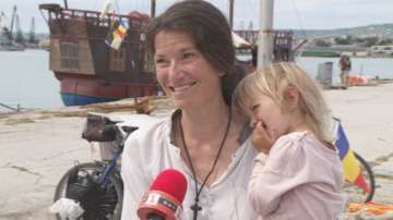 Семейство от Франция иска да плава с тръстикова лодка от България до Грузия
