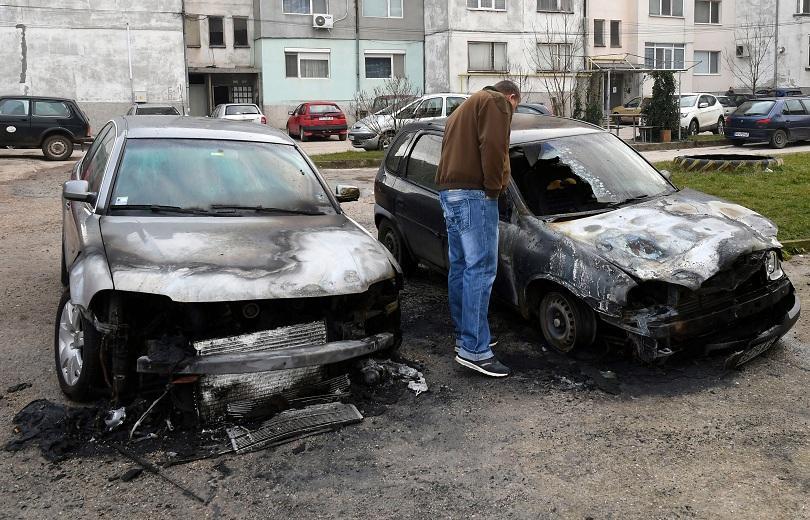 запалиха два автомобила исперих