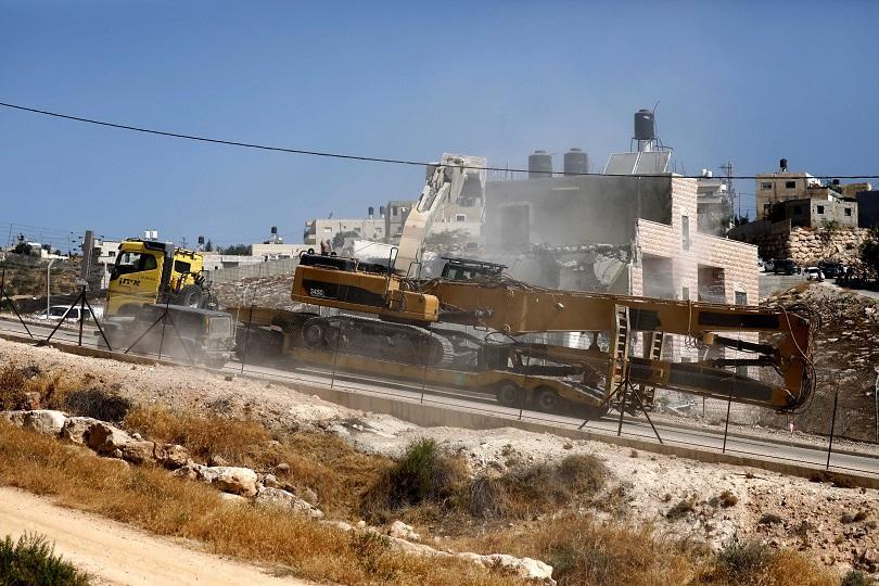 Тази сутрин израелските сили започнаха да разрушават палестински домове край