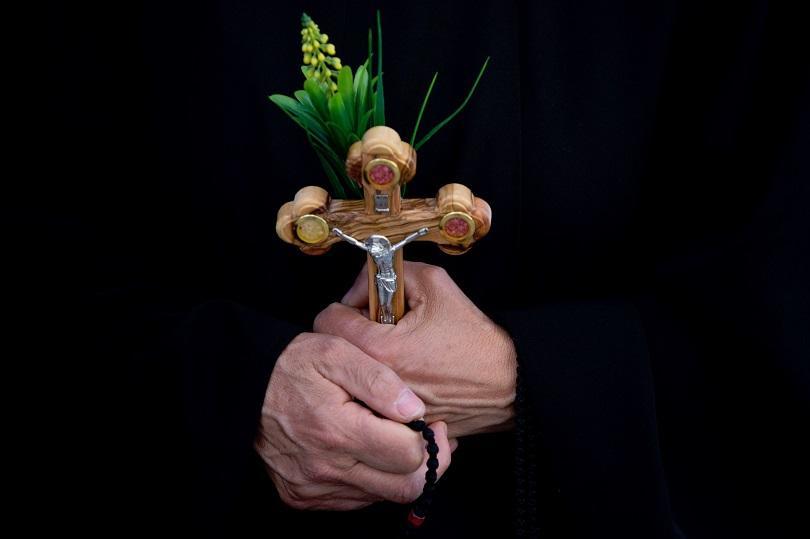 снимка 8 Православният свят отбелязва деня на Христовите страдания
