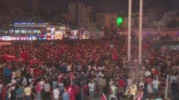 От нашите пратеници: Хиляди по улиците на Истанбул излязоха да подкрепят Ердоган