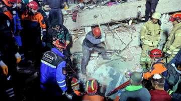 Трета жертва на срутването на жилищен блок в Истанбул