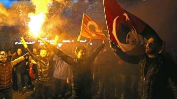 Управляващи и опозиция обявиха победа на местните избори в Истанбул