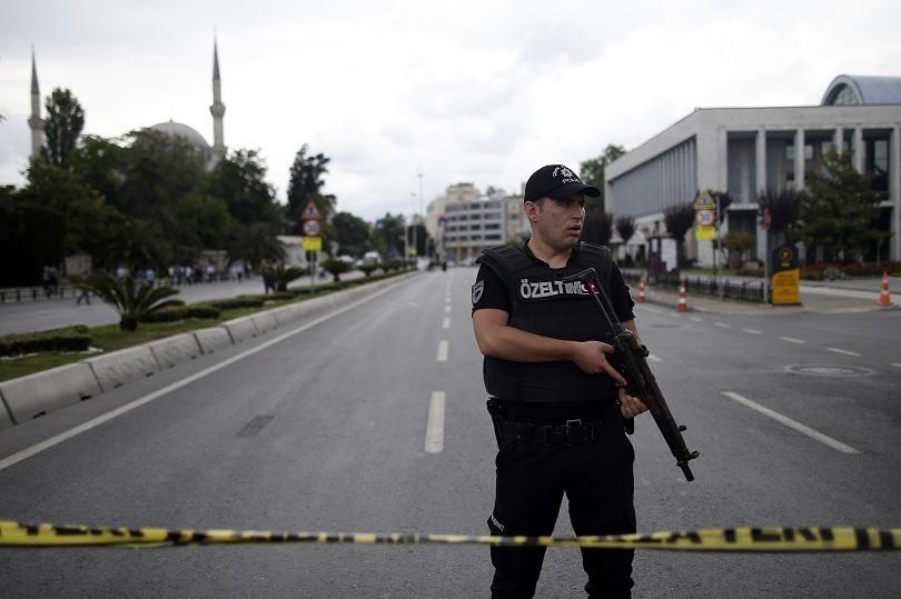 снимка 3 12 души загинаха при кървав атентат в центъра на Истанбул