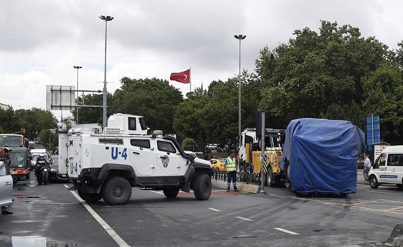 снимка 4 12 души загинаха при кървав атентат в центъра на Истанбул