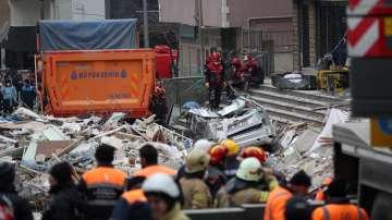 15 станаха жертвите при срутилия се в Истанбул блок