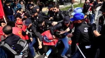 Сблъсъци между полицията и демонстранти в Истанбул