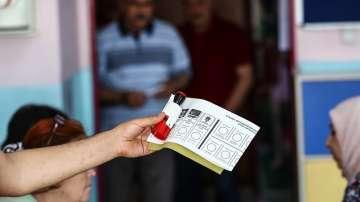 С очаквания за висока избирателна активност започнаха изборите в Истанбул