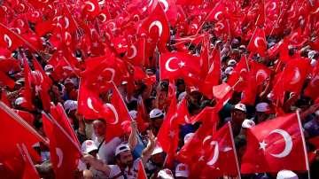 Грандиозно шествие В защита на демокрацията в Истанбул