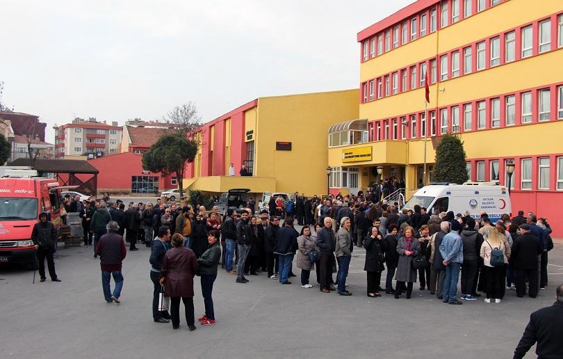 Опашки се извиха и пред секциите в Истанбул
