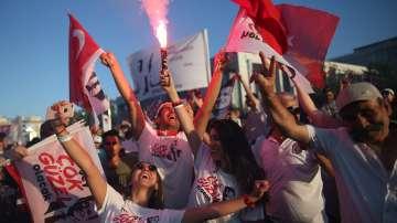 В Истанбул празнуваха встъпването в длъжност на новия кмет на града