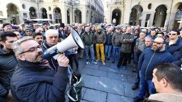Таксиметровите шофьори в Италия прекратиха стачката си