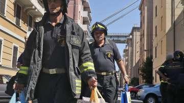 Евакуират над 300 души в района на срутилия се мост в Генуа