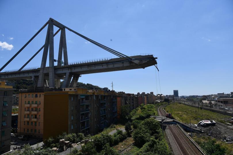 Италиански спасителни екипи продължават да издирват хора под руините на