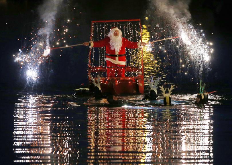 Дядо Коледа в района на Генуа, Италия