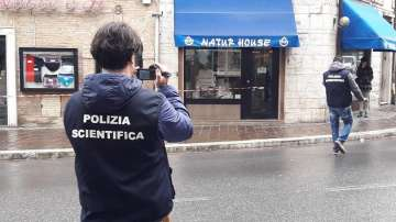 Въоръжен мъж откри огън от колата си срещу пешеходци в италианския град Мачерата