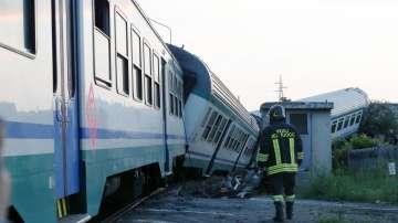Влак дерайлира в Северна Италия
