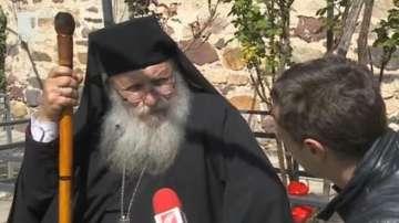 Отец Иван затъна в дългове