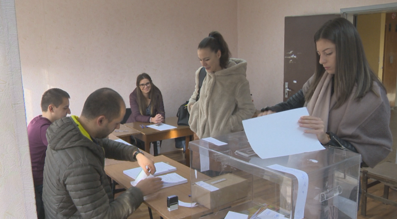 С ниска избирателна активност започна изборният ден в столичния квартал