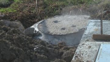 Без опасност за живота е детето, паднало в изкоп с вряла вода във Велинград