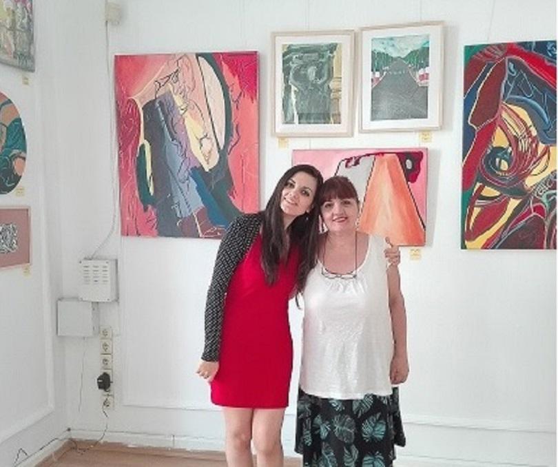 """Изложбата """"Разкажи ми Париж"""" представя творчеството на Ване и Кристи,"""
