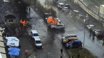 Експлозия на кола-бомба край Съдебната палата в Измир