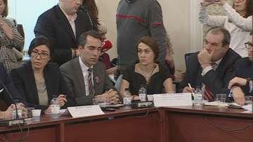 Четвърти час продължава изслушването в парламента за сделката с ЧЕЗ