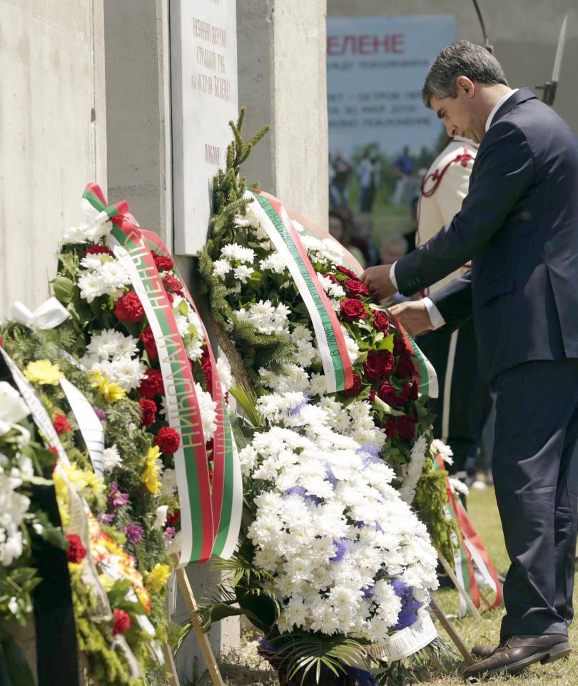 снимка 1 Плевнелиев почете жертвите на тоталитаризма в Белене