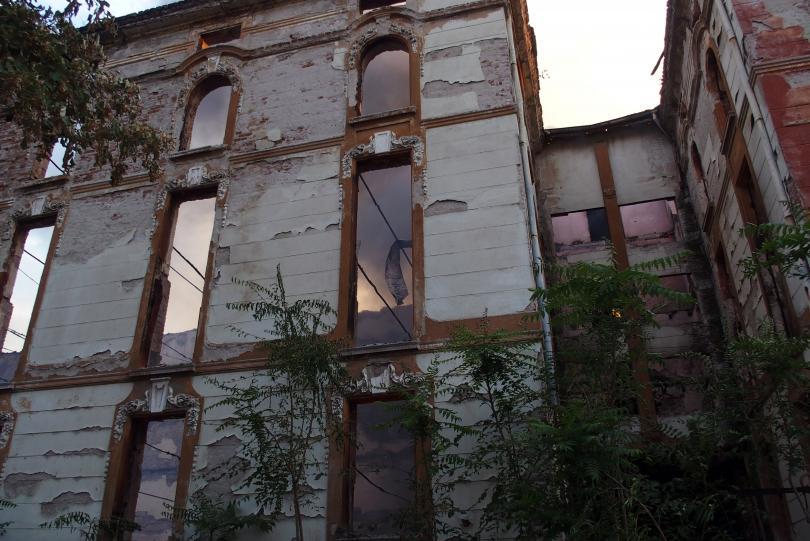 Потушен е пожарът в бившите тютюневи складове в Пловдив, изгоряха четири сгради