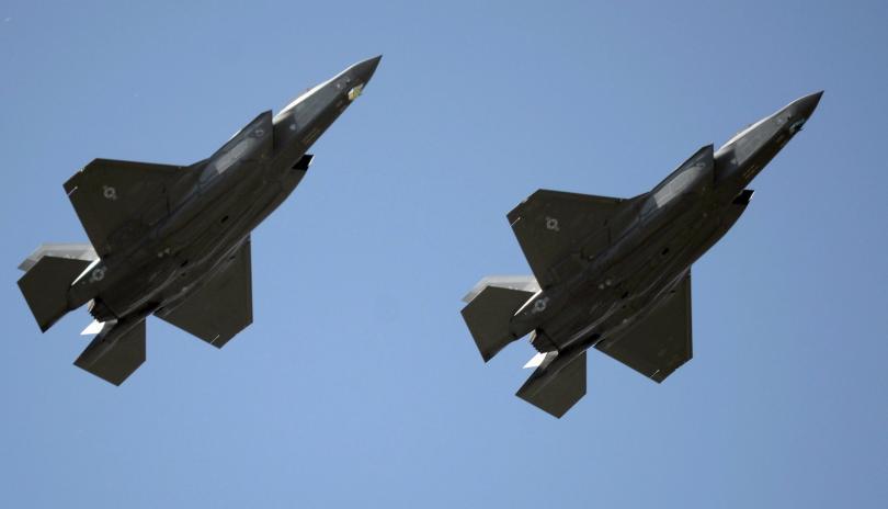 Американски изтребители са изстреляли сигнални ракети към руски бойни самолети