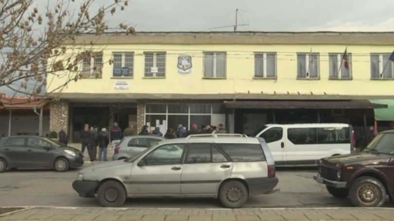 Снимка: Жители на село Яхиново излязоха на протест срещу цех за преработка на пластмаса