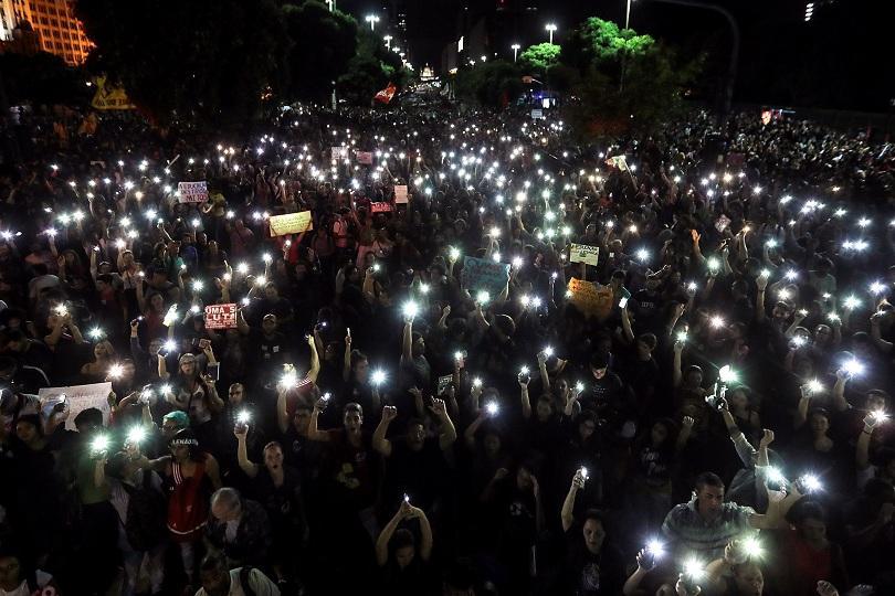 Десетки хиляди протестиращи излязоха по улиците на бразилските градове, за