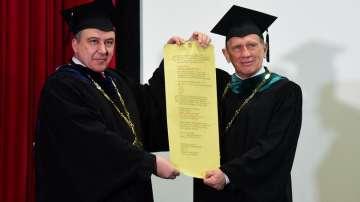 Актьорът от Осъдени души Ян Енглерт стана Doctor honoris causa на НАТФИЗ