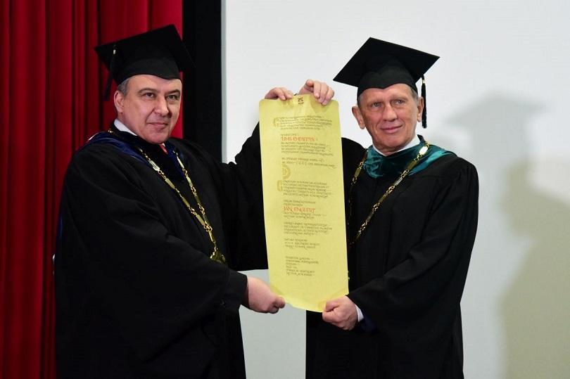 На тържествена церемония проф. Ян Енглерт получи почетното звание Doctor