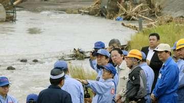 Шиндзо Абе съкрати престоя си в Европа заради наводненията в Япония