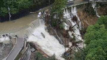Тайфунът Лан взе пет жертви в Япония