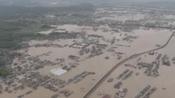 Спасителните акции след проливните дъждове в Япония продължават