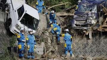 Жертвите на наводненията в Япония се увеличават