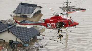 Над 200 са вече жертвите на наводненията в Япония