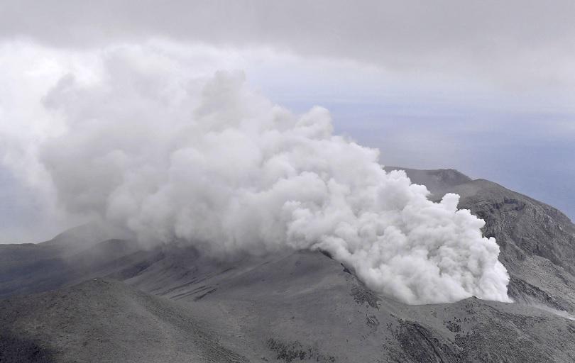 Близо час продължи изригването на вулкан, който се активира на