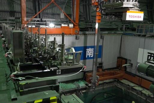 Снимка: Вадят горивните пръти на третия реактор на АЕЦ Фукушима -1