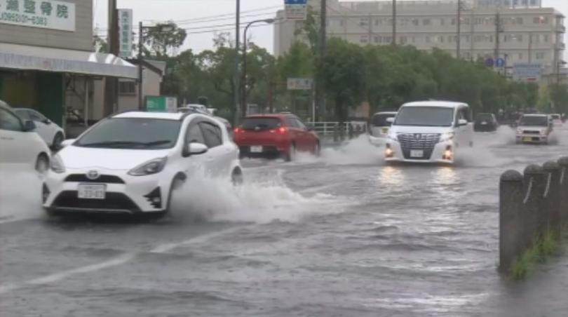 Поройни дъждове и наводнения предизвикаха бедствена ситуация в части от
