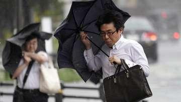 Мощен тайфун остави без ток японския остров Окинава