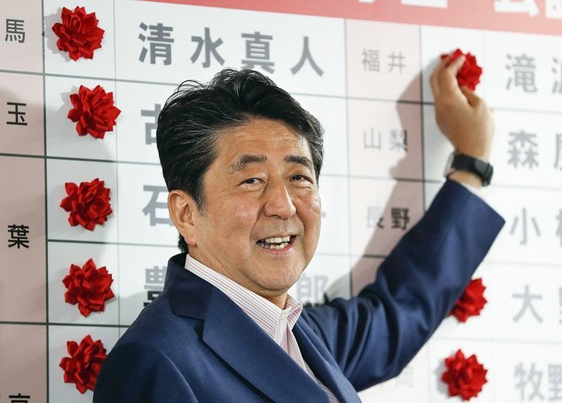 Японският премиер Шиндзо Абе обяви победа за управляващата си коалиция