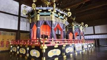 В японския дворец пристигна специалния трон за новия император