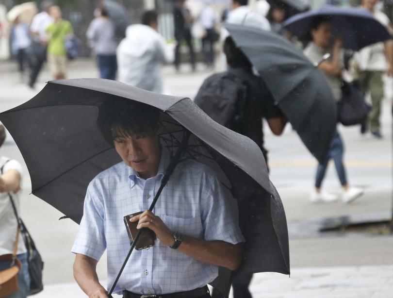 Над 540 000 души в западните японски градове Кобе и